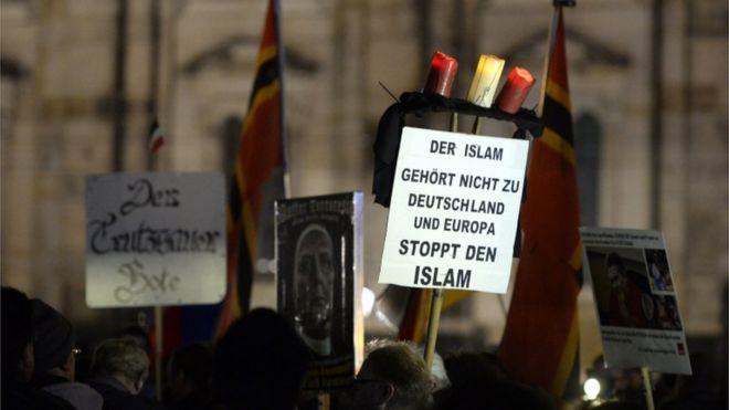 Passeata do Pegida em Dresden, Alemanha, nov de 2015