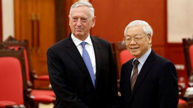 Tổng Bí thư Nguyễn Phú Trọng tiếp xã giao Bộ trưởng Quốc phòng James Mattis