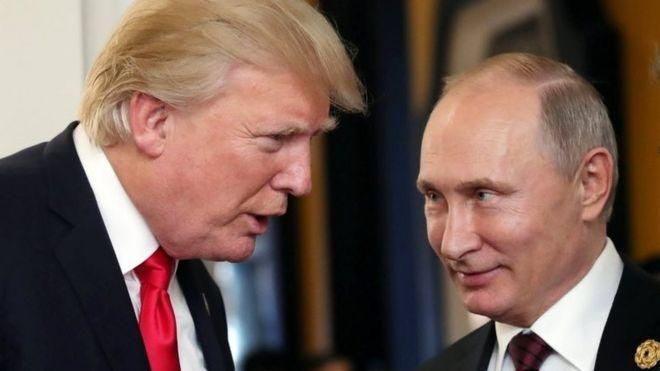 Russian President Vladimir Putin (R) and US President Donald Trump (L) talk at the Apec summit on 11 November
