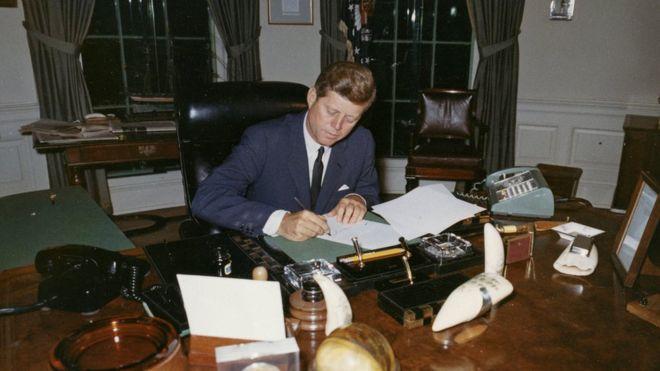 Картинки по запросу Новые документы об убийстве Кеннеди: конспирологи недовольны