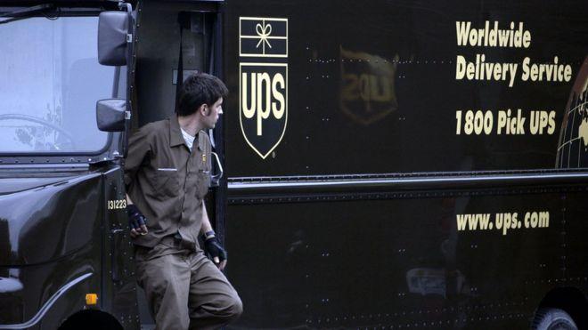 Un repartidor de UPS en su camión