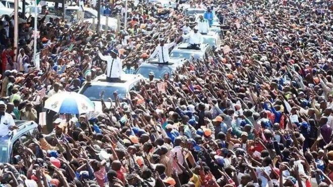 Msafara wa kiongozi wa upinzani nchini Raila Odinga baada ya kuwasili katika uwanja wa ndege wa Jomo Kenyatta kutoka Marekani