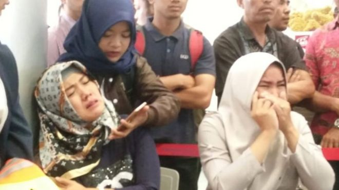 Relatives of passengers of Lion Air flight JT610 that crashed into the sea, cry at Depati Amir airport in Pangkal Pinang, Indonesia, October 29, 2018.