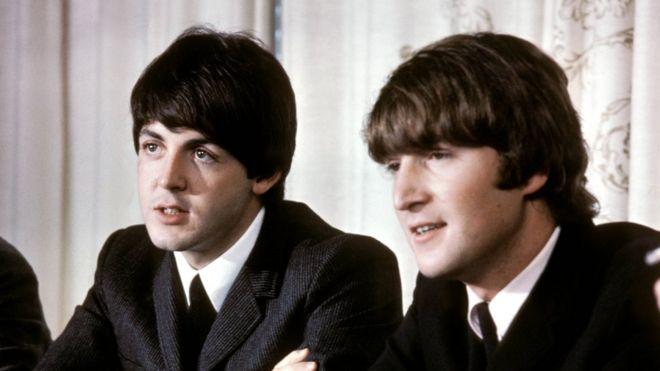 McCartney y Lennon en una rueda de prensa en 1965.