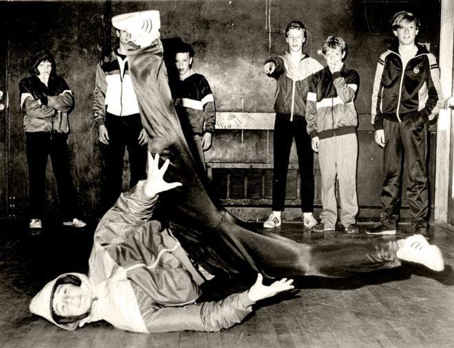 When the breakdancing craze swept Britain - BBC News