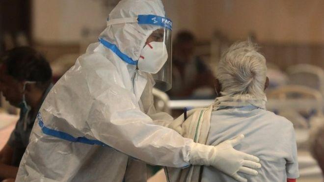 Los hospitales luchan por atender a los pacientes en medio de la escasez de camas y oxígeno médico