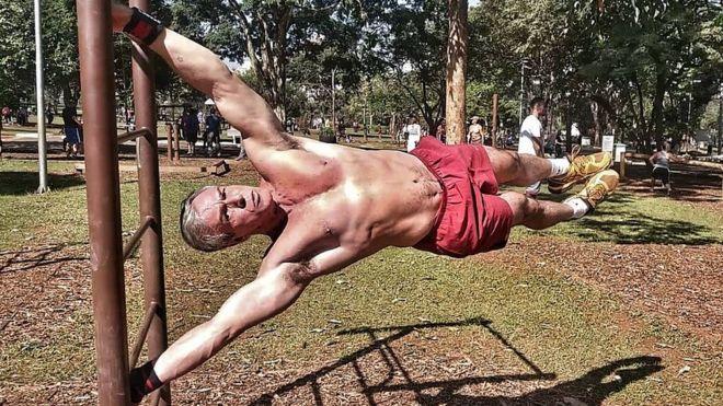 Em busca de saúde e bem-estar, adeptos da calistenia desafiam a gravidade