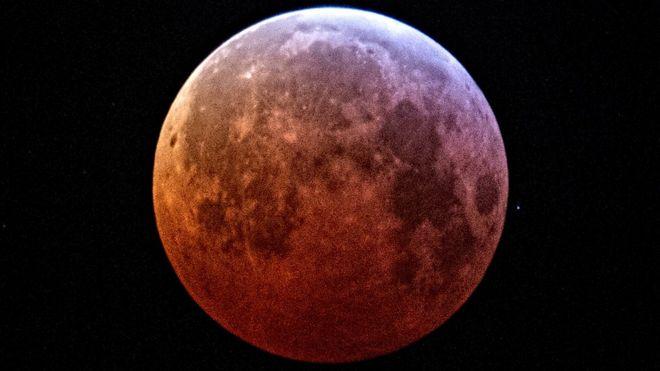 Супер кровавая луна волка
