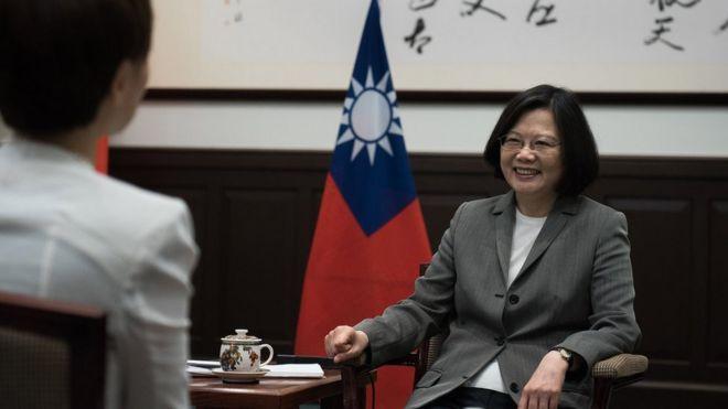 台灣總統蔡英文就職一週年前夕於周四(4月27日)接受路透社獨家專訪