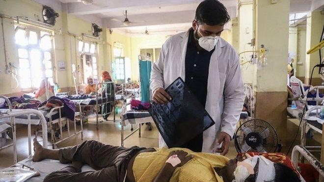 مرضى في أحد مستشفيات الهند