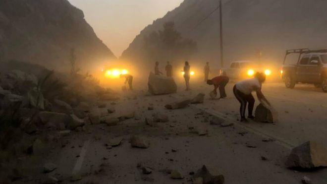 Un deslizamiento de tierra después del terremoto provocó el cierre de una carretera cerca de Ridgecrest, que ya fue reabierta.