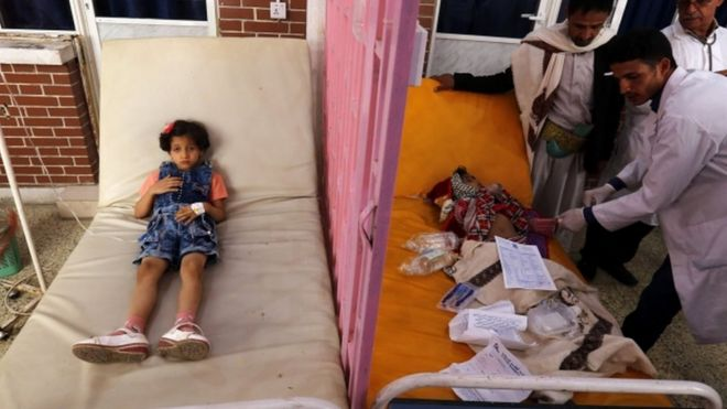 Yemeni doctors treating sick children