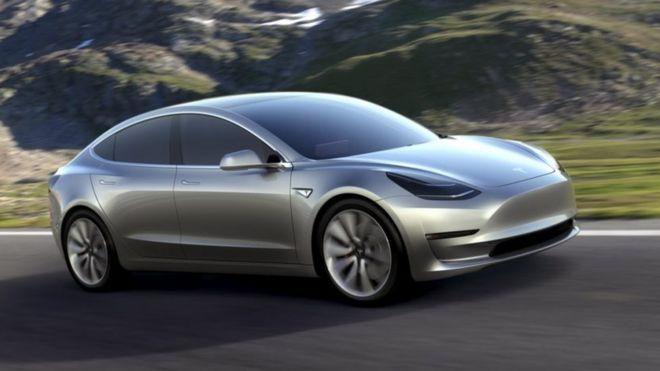 Tesla to make all its new cars self-driving - BBC News