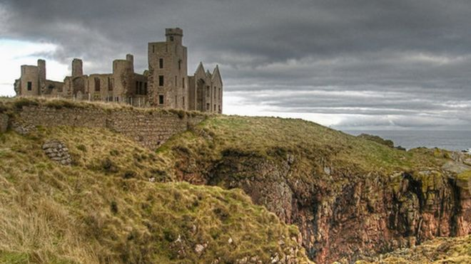 Dracula castle' Slains keeps listed status - BBC News