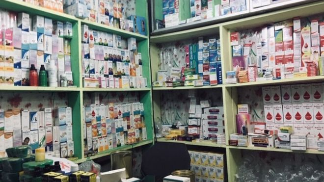 Corner road merecine store for Damas Yaounde