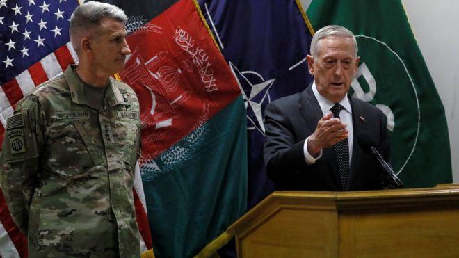 وزیر دفاع آمریکا: شانهبهشانه در کنار افغانها ایستادهایم