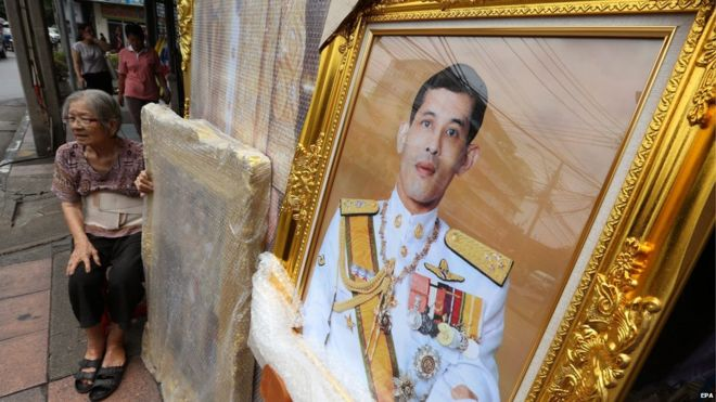 Portrait for sale of Crown Prince Vajiralongkorn