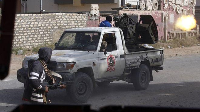 Libya crisis: Clashes erupt south of capital Tripoli - BBC News