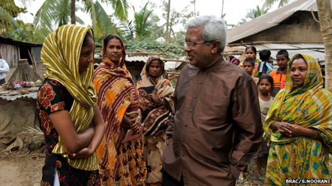 Sir Fazle talking to villagers (Image: BRAC/Shehzad Noorani)