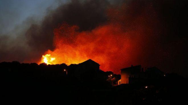 Evacúan a 10.000 personas en Francia por peligrosos incendios forestales