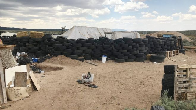 New Mexico compound gang arrested by FBI - BBC News