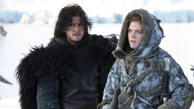 Kit Harington (solda) 'Jon Snow' karakteriyle, Rose Leslie ise 'Ygritte' kararkteriyle biliniyor