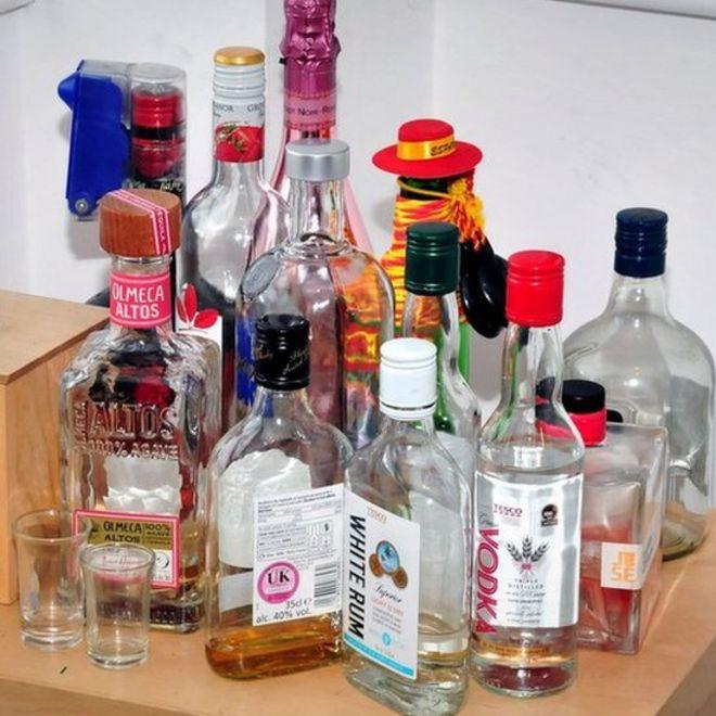 perkosaan berantai, Inggris, minuman keras di apartemen Reynhard Sinaga.