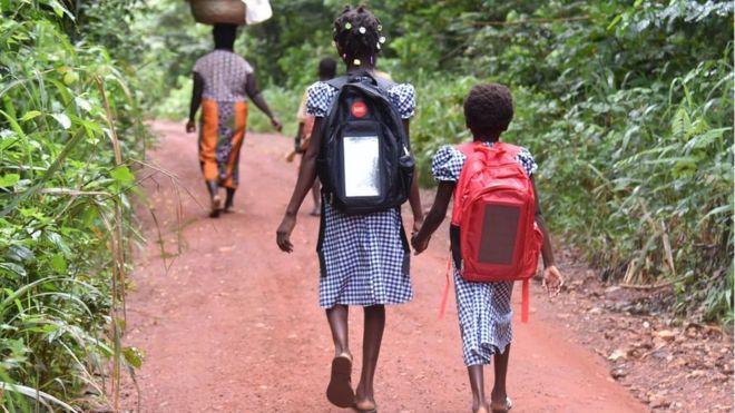Дети, идущие в школу, могут быть подвержены риску укуса змеи