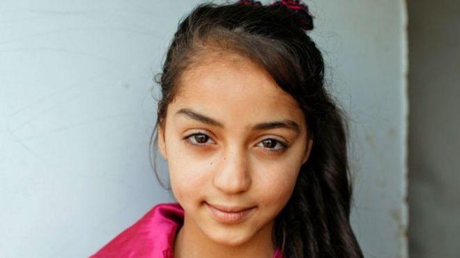 حلم طفلة سورية في مخيم لجوء: استكمال تعليمها لتصبح جراحة تعتني بالآخرين