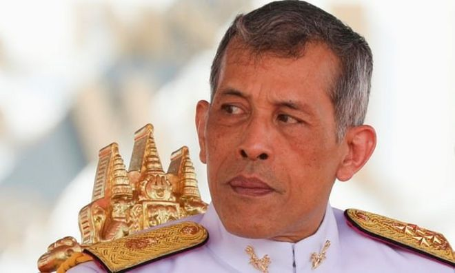 Tayland Kralı en az 30 milyar dolarlık mal varlığını üzerine geçirdi