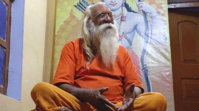 ராம ஜென்மபூமியில் பூசாரியாக இருக்கும் சத்யேந்திர தாஸ்