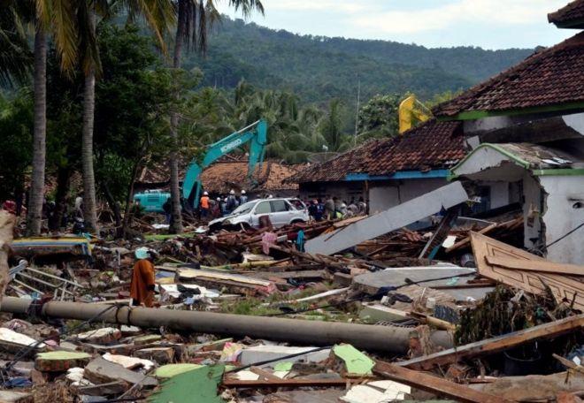 Endonezya'da tsunaminin vurduÄŸu bir bölge