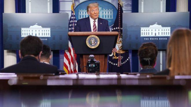 Presiden Trump berbicara kepada pers
