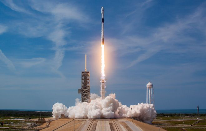 SpaceX flies 'lessons learned' rocket - BBC News