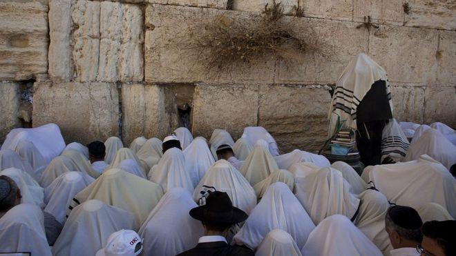 اسرائیل طرح نیایش زنان در کنار مردان در پای دیوار ندبه را لغو کرد