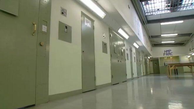 Внутри парка тюрьмы