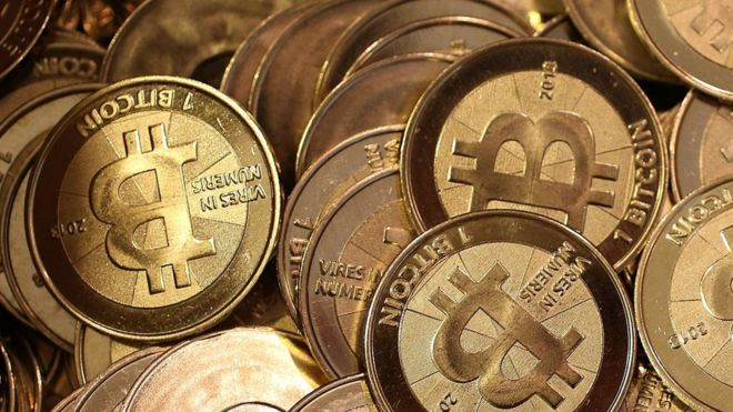 курс биткоина сегодня доллару на к голд-10