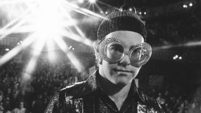 Elton John Christmas Outfit.Sir Elton John S Best Movie Moments Bbc News