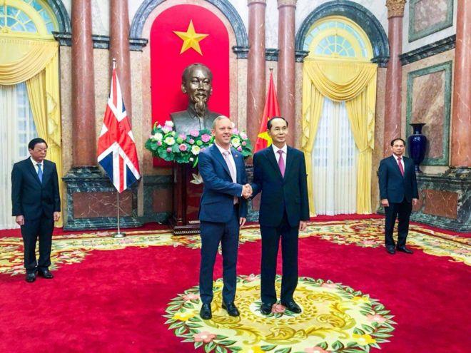 Tân Đại sứ Anh Gareth Ward trình Quốc thư của Nữ hoàng Elizabeth Đệ nhị gửi Chủ tịch nước Trần Đại Quang sáng ngày 7/8