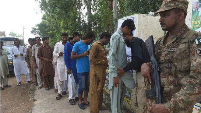 pakistan-bomb-attack-poling-pakistan-election-2018