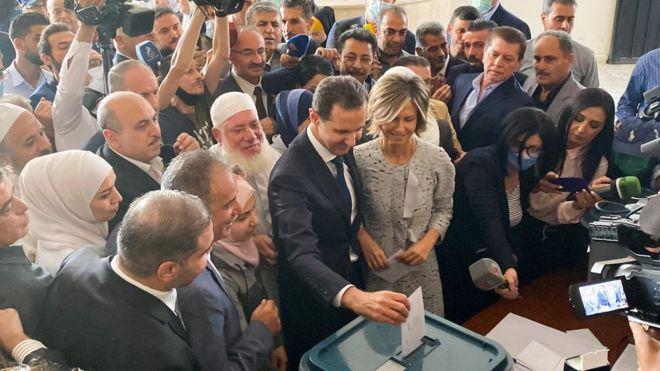 الأسد يدلي بصوته