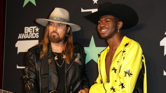 Old Town Road: Lil Nas X beats US singles chart record - BBC
