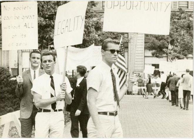 در آمریکا در دهه ۱۹۶۰ همجنسگرا بودن جرم بود