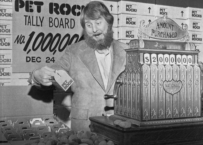 Gary Dahl vendiendo sus Pet Rocks en 1975