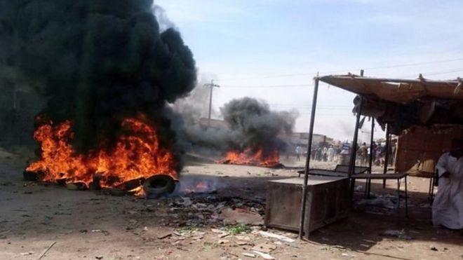 المظاهرات في السودان: الأطباء ينظمون إضرابا مع استمرار الاحتجاجات