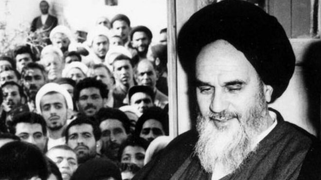 آیت الله خمینی پس از آزادی از حبس خانگی. سفارت آمریکا تحولات مرتبط با او از جمله سخنرانی هایش را دنبال میکرد