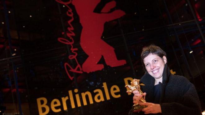 """الفيلم الروماني """"لا تلمسني"""" يقتنص الدب الذهبي في مهرجان برلين السينمائي"""