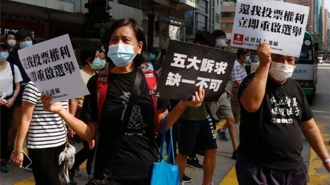 有示威者要求重启立法会选举。
