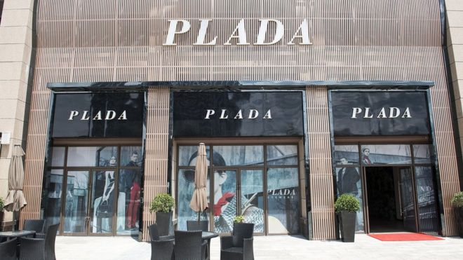 Would you buy a handbag from Plada or Loius Vuitton  - BBC News 6158c9ced09f9