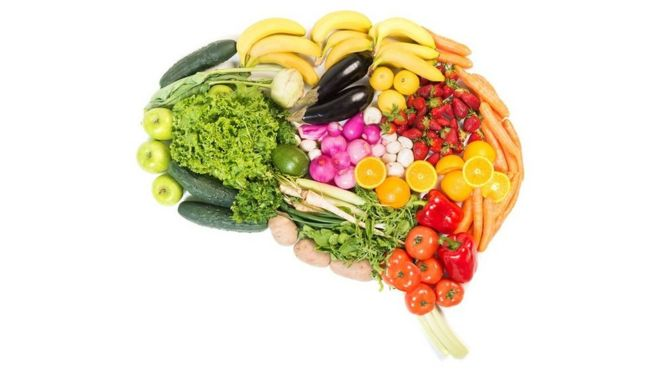 several fruit and vegetables, arranged so they form a brain